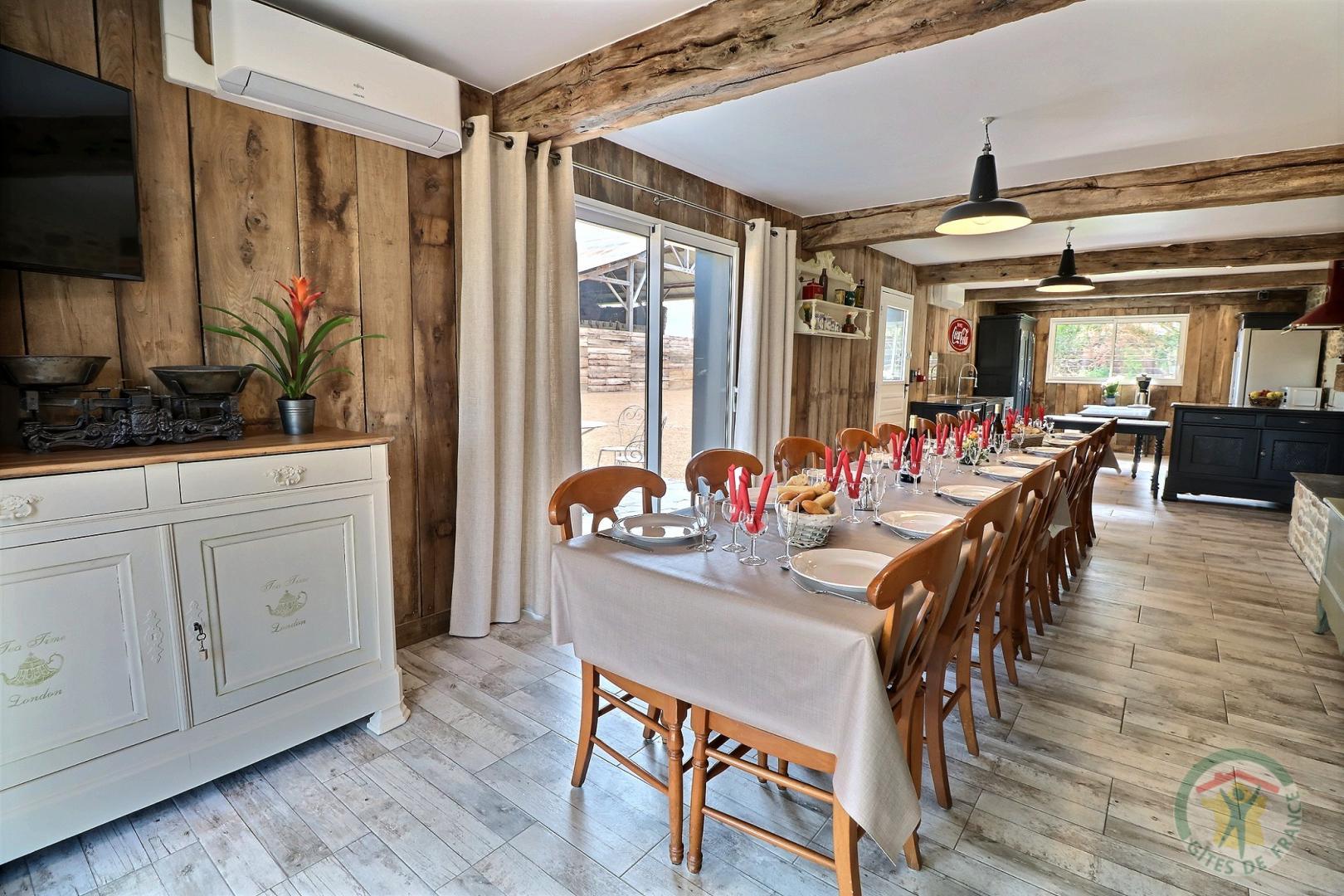Gîte au bois charmant (Salle à manger)